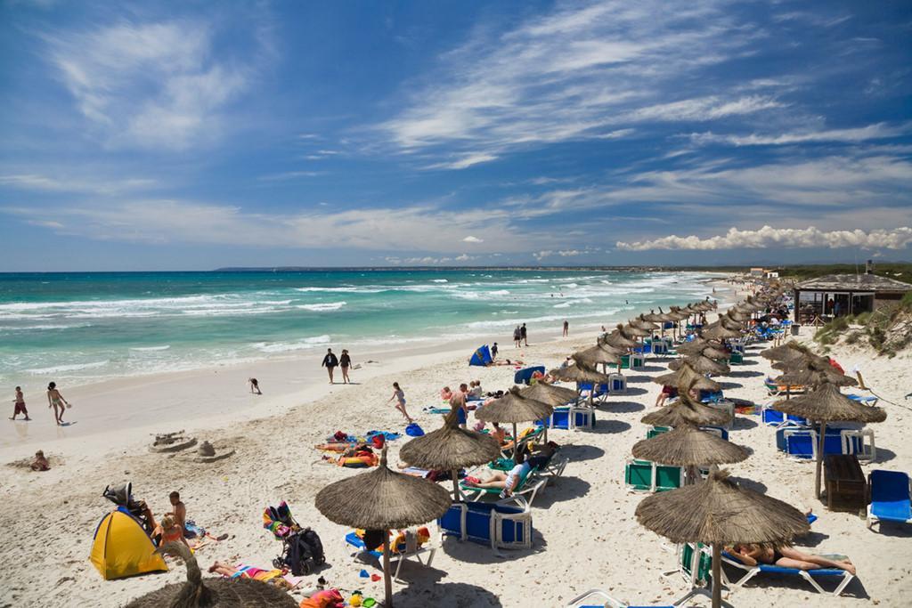 Những bãi biển cho phép du khách tắm khỏa thân nổi tiếng thế giới Ảnh 5