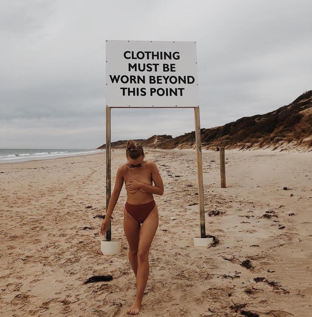 Những bãi biển cho phép du khách tắm khỏa thân nổi tiếng thế giới Ảnh 8
