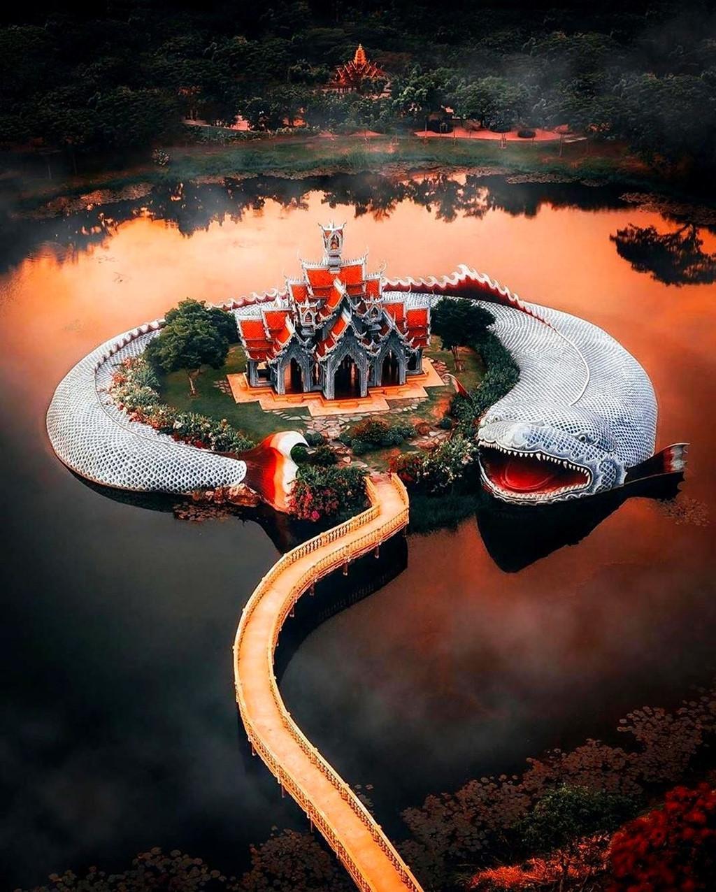 Thủy quái bao quanh ngôi đền trong thành cổ ở Thái Lan Ảnh 3