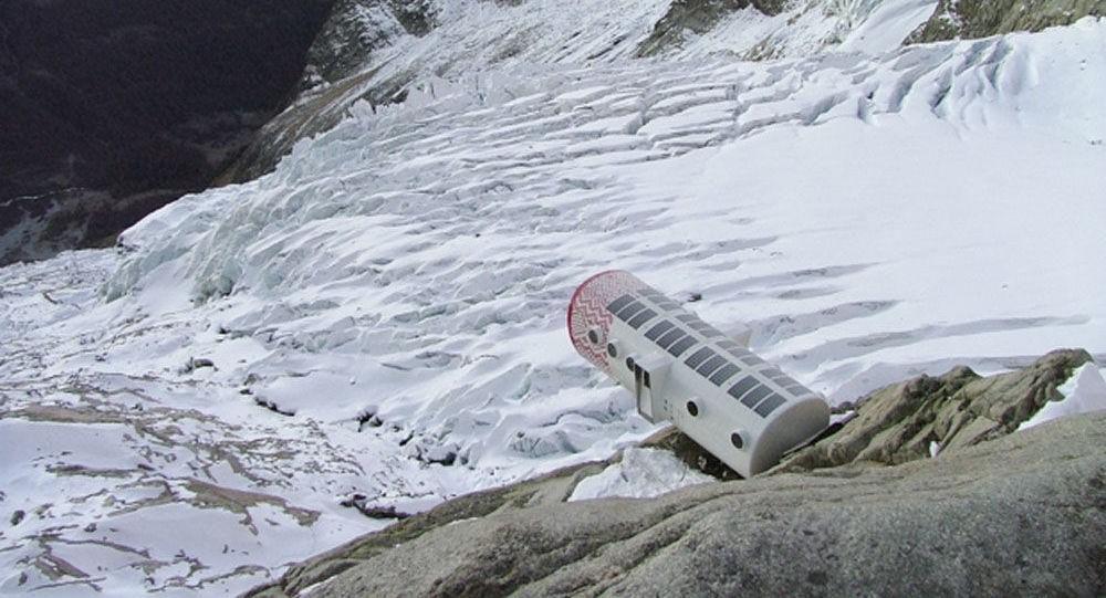 Ý sơ tán khẩn cấp vì 250.00 mét khối băng sắp sụp đổ Ảnh 1