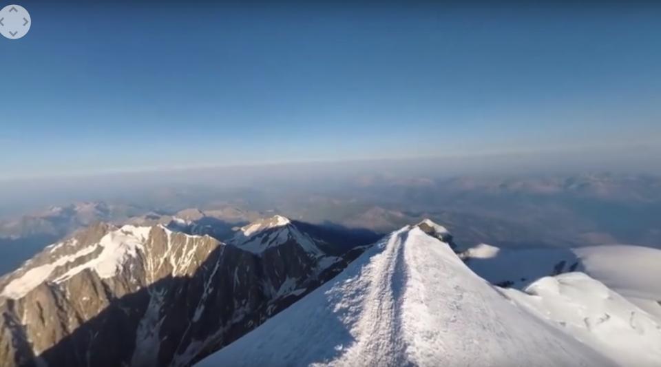Ý sơ tán khẩn cấp vì 250.00 mét khối băng sắp sụp đổ Ảnh 3