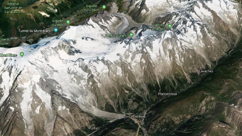 Ý sơ tán khẩn cấp vì 250.00 mét khối băng sắp sụp đổ Ảnh 2