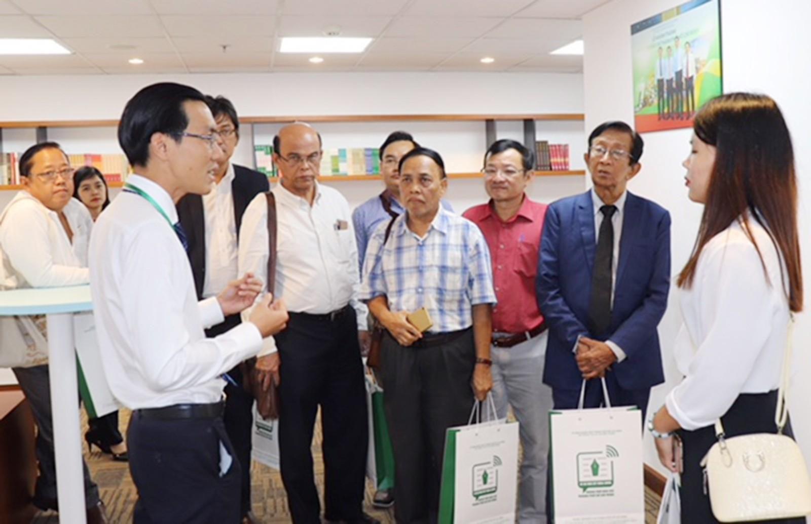 Đoàn báo chí Myanmar thăm Trung tâm Báo chí TPHCM Ảnh 1