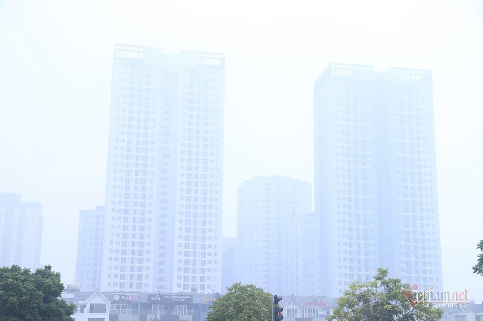 Sương mù giăng phủ Hà Nội, cao ốc mất hút Ảnh 2