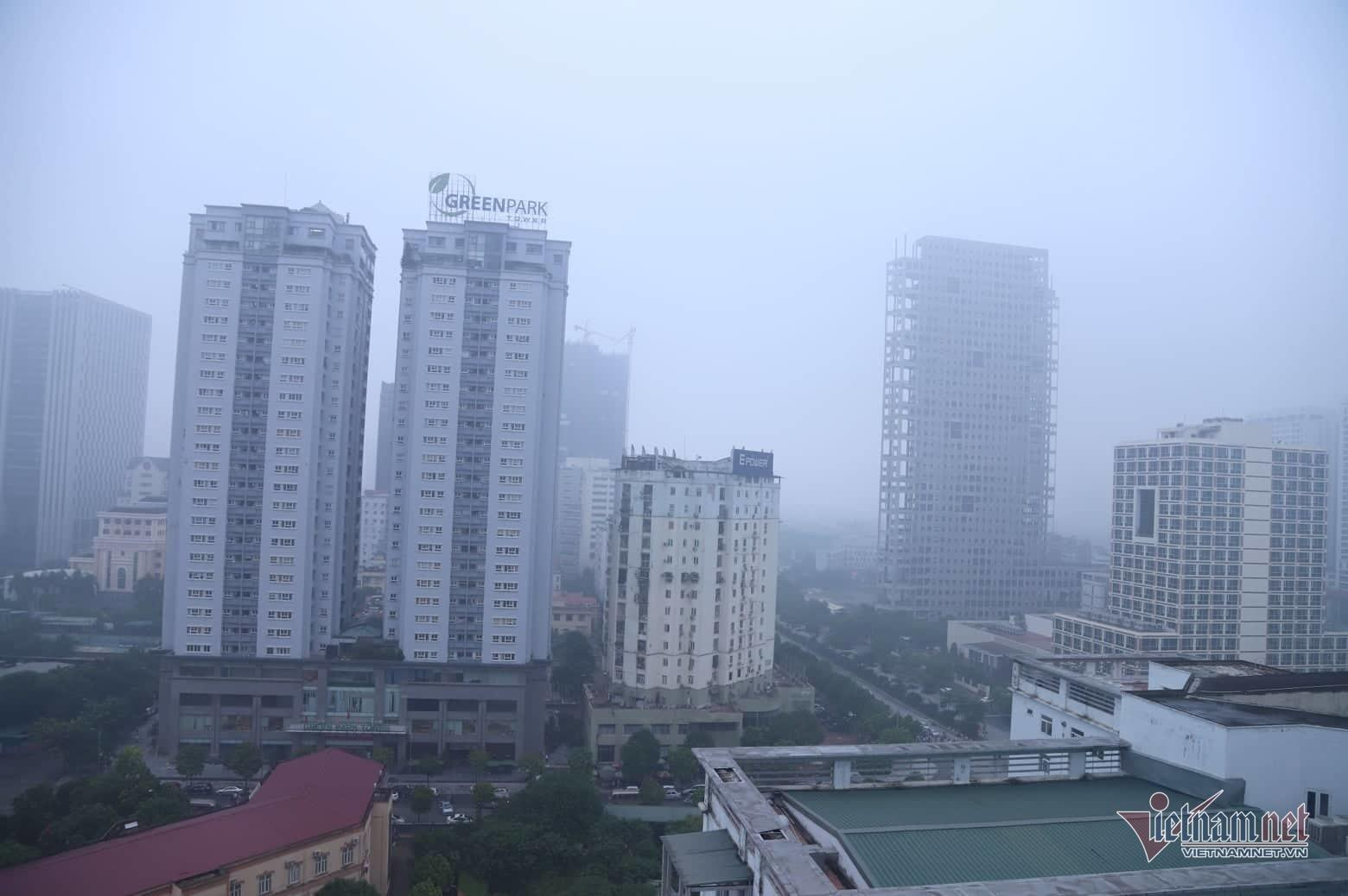 Sương mù giăng phủ Hà Nội, cao ốc mất hút Ảnh 15