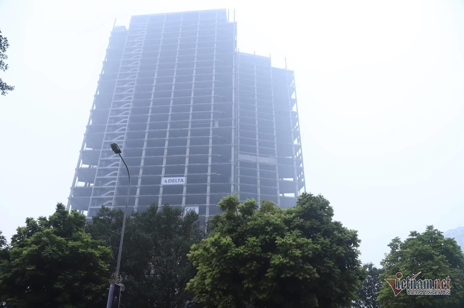 Sương mù giăng phủ Hà Nội, cao ốc mất hút Ảnh 7