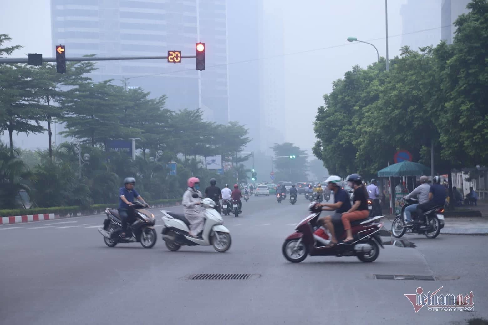 Sương mù giăng phủ Hà Nội, cao ốc mất hút Ảnh 10