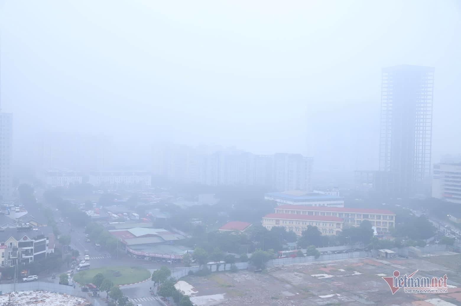 Sương mù giăng phủ Hà Nội, cao ốc mất hút Ảnh 3