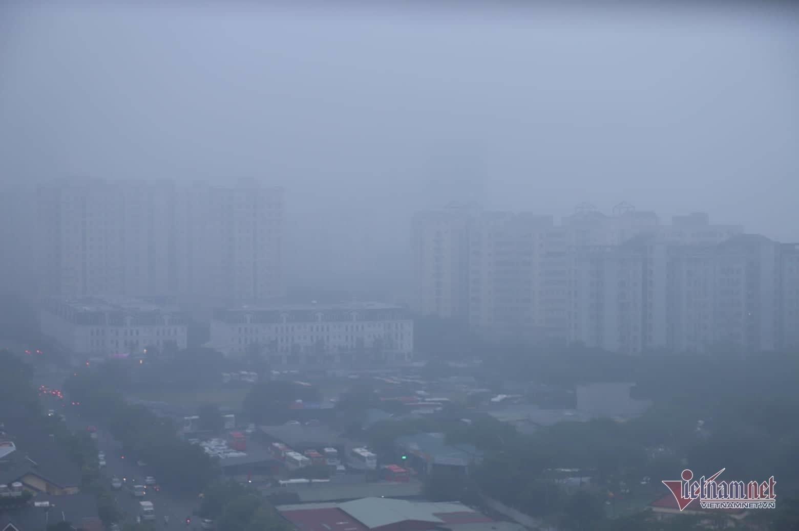 Sương mù giăng phủ Hà Nội, cao ốc mất hút Ảnh 12
