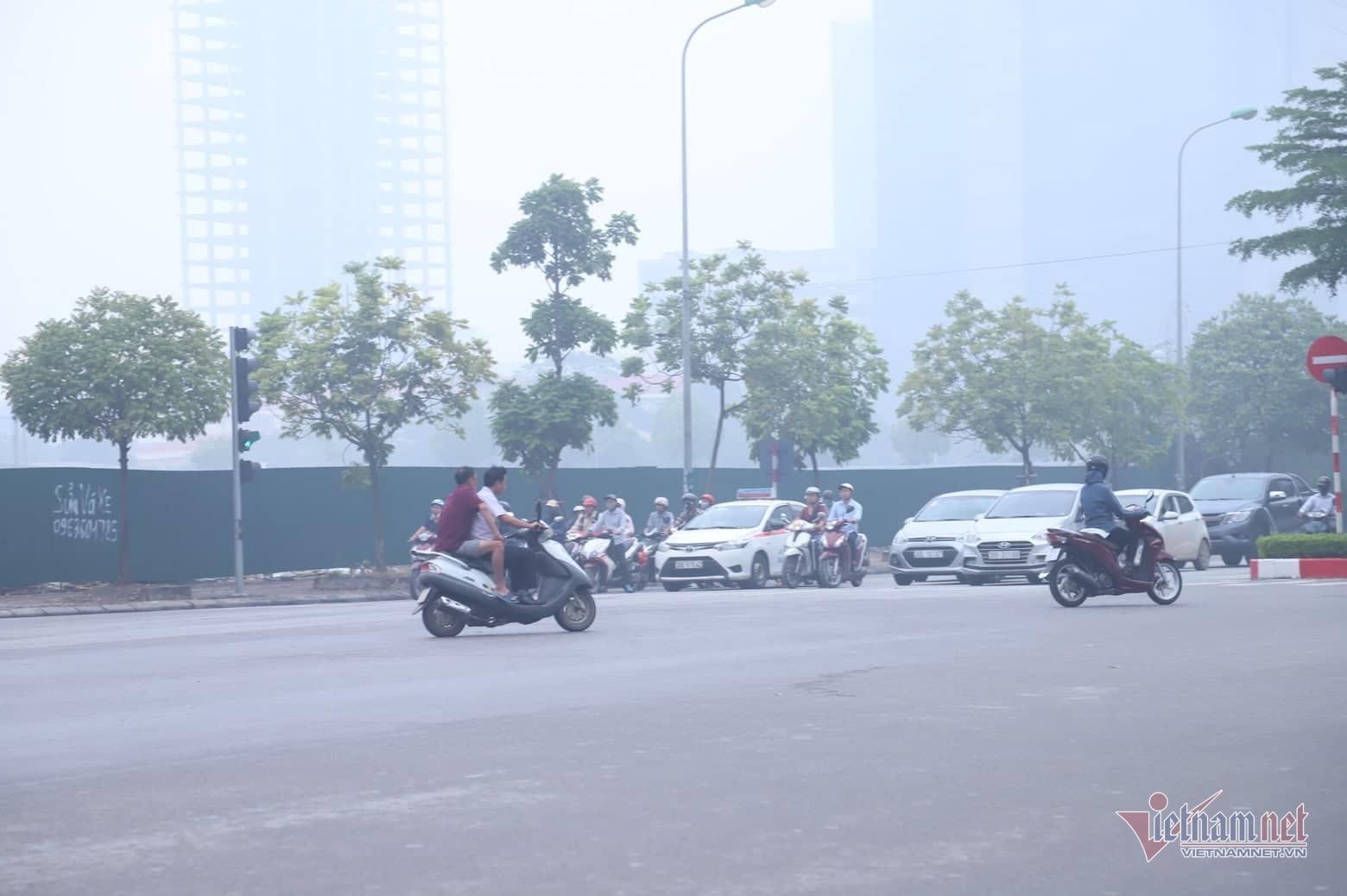 Sương mù giăng phủ Hà Nội, cao ốc mất hút Ảnh 16