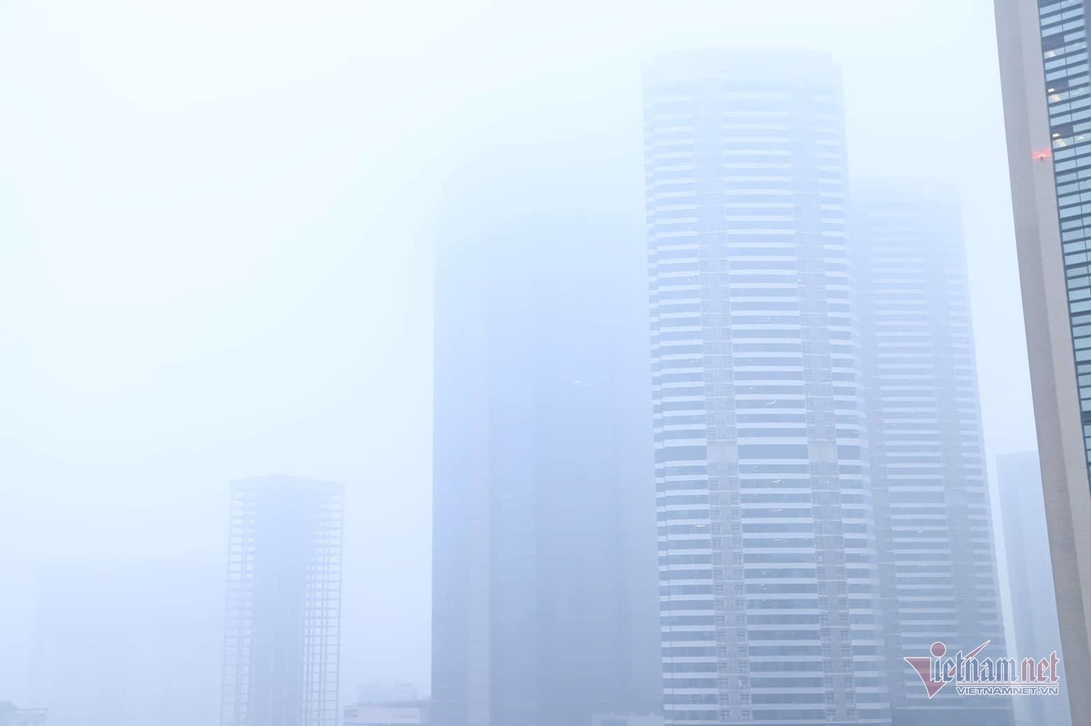 Sương mù giăng phủ Hà Nội, cao ốc mất hút Ảnh 4
