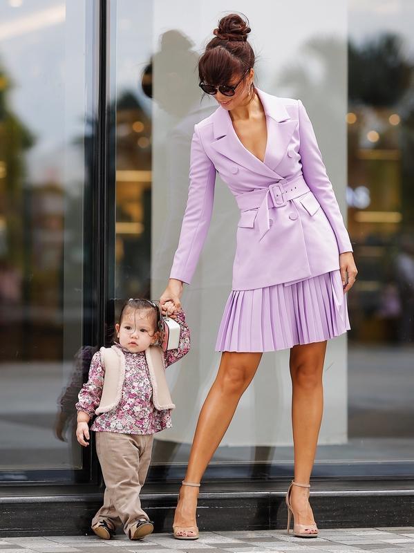 Phong cách thời trang sanh chảnh của mẹ con siêu mẫu Hà Anh khi xuống phố Ảnh 1