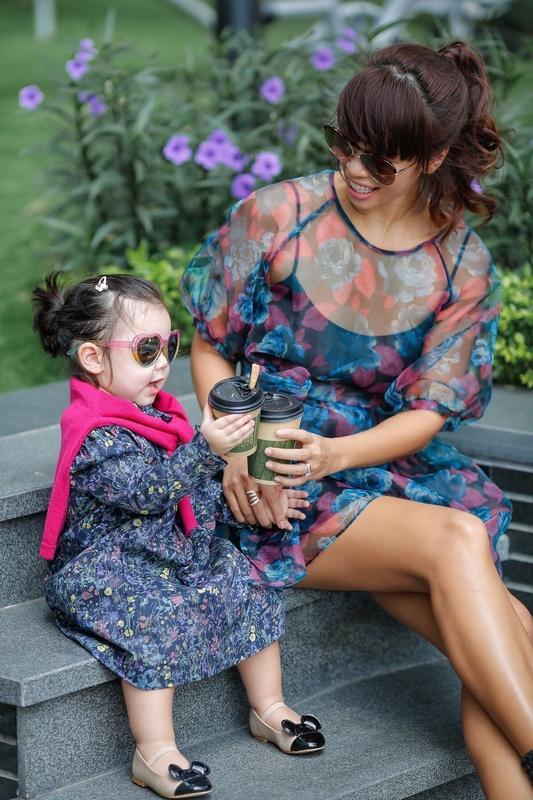 Phong cách thời trang sanh chảnh của mẹ con siêu mẫu Hà Anh khi xuống phố Ảnh 9