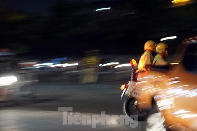 Cảnh sát trắng đêm chống đua sau trận Việt Nam thắng Malaysia Ảnh 7