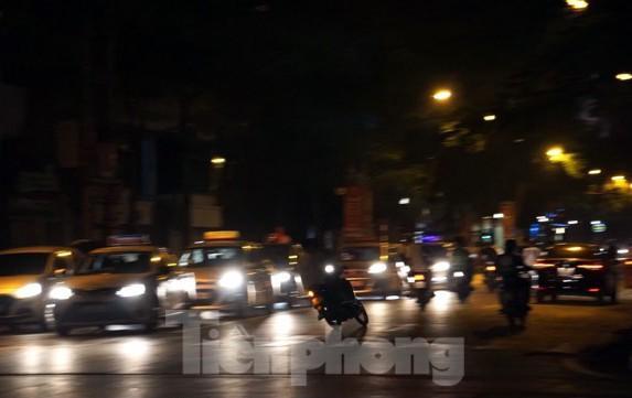 Cảnh sát trắng đêm chống đua sau trận Việt Nam thắng Malaysia Ảnh 6