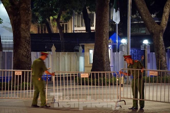 Cảnh sát trắng đêm chống đua sau trận Việt Nam thắng Malaysia Ảnh 4