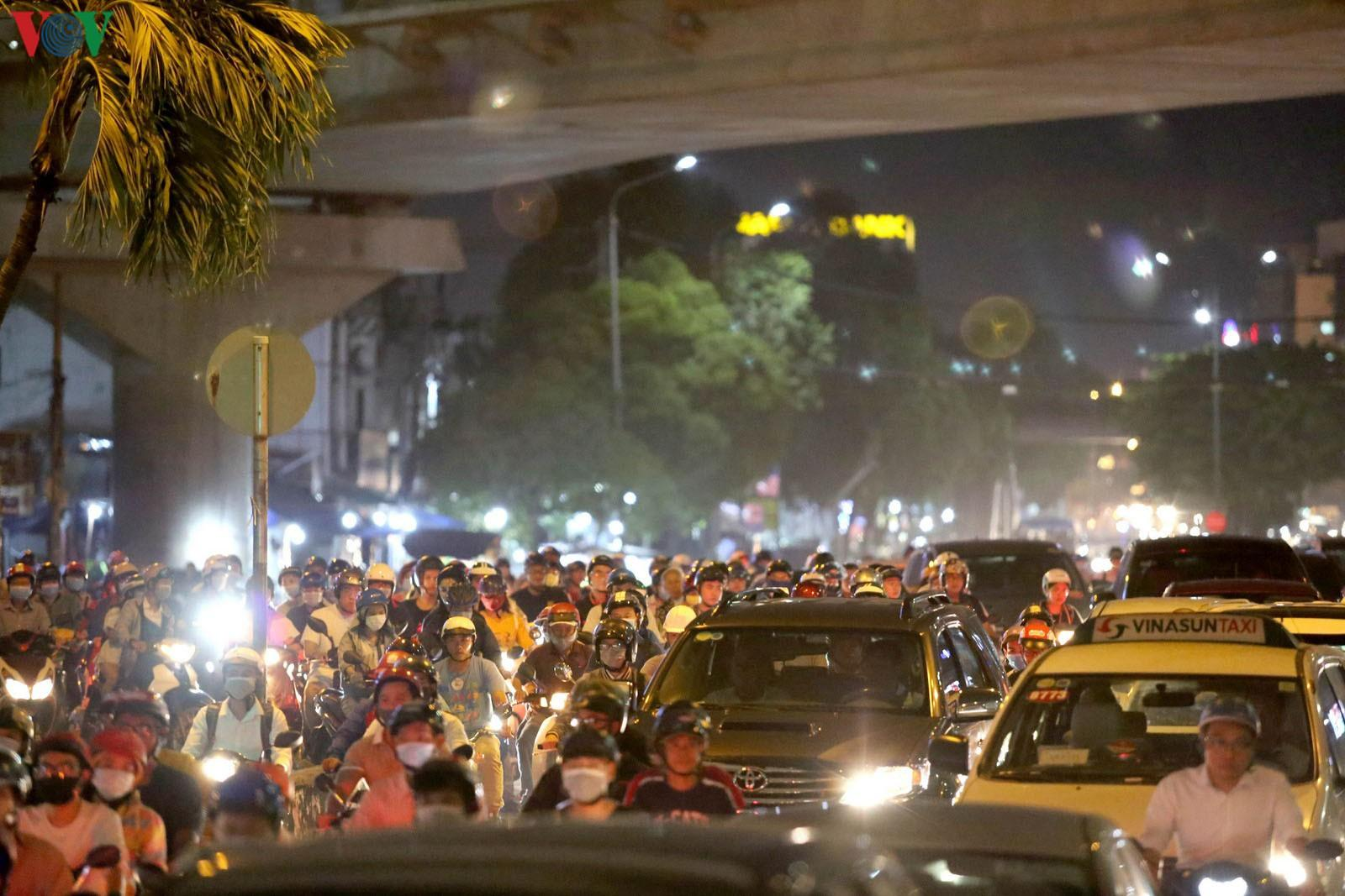 Khó có thể giải quyết triệt để kẹt xe trên đường Nguyễn Hữu Cảnh Ảnh 1