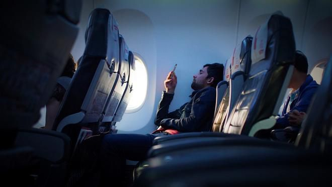 Tại sao đi máy bay luôn được thông báo phải tắt điện thoại hoặc chuyển sang chế độ riêng, nếu không làm theo thì sao? Ảnh 3