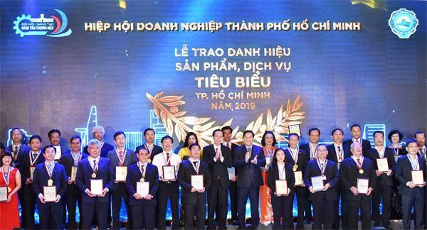Trao danh hiệu sản phẩm, dịch vụ tiêu biểu cho 108 doanh nghiệp Ảnh 1