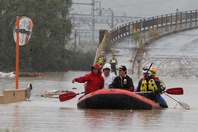Nhật Bản gấp rút tìm kiếm người sống sót sau bão Ảnh 1
