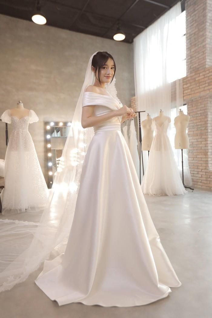 Góc thú vị: Thì ra váy cưới Đông Nhi là phiên bản 'chị em' với đầm cưới Nhã Phương Ảnh 9