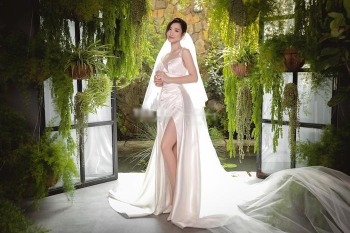 Góc thú vị: Thì ra váy cưới Đông Nhi là phiên bản 'chị em' với đầm cưới Nhã Phương Ảnh 4
