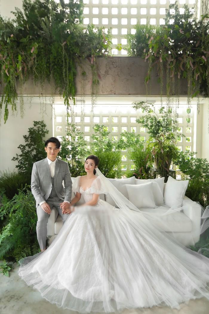 Góc thú vị: Thì ra váy cưới Đông Nhi là phiên bản 'chị em' với đầm cưới Nhã Phương Ảnh 2
