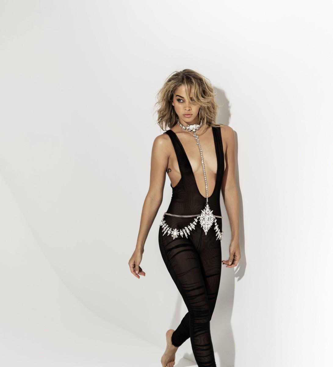 Jasmine Sanders mặc táo bạo tôn đường cong nóng bỏng Ảnh 3