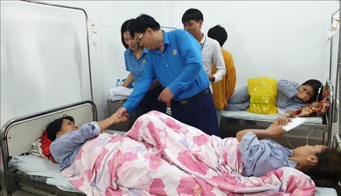 Thăm hỏi, động viên công nhân Công ty Golden Victory Việt Nam bị ngộ độc khí Ảnh 1