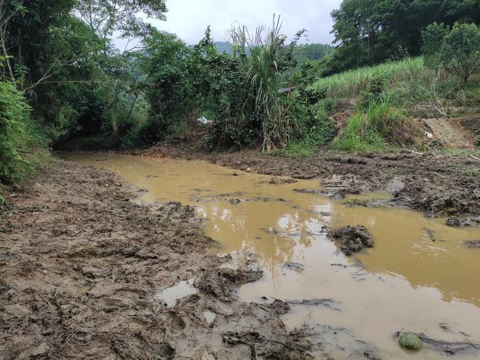 Hai nghi phạm khai lái xe tải chở 10m3 chất dầu thải đổ trộm gây ô nhiễm nguồn nước sông Đà Ảnh 4