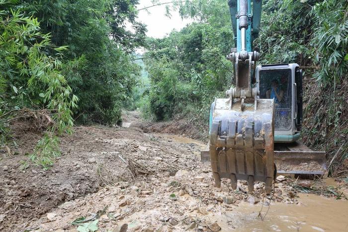 Hai nghi phạm khai lái xe tải chở 10m3 chất dầu thải đổ trộm gây ô nhiễm nguồn nước sông Đà Ảnh 3