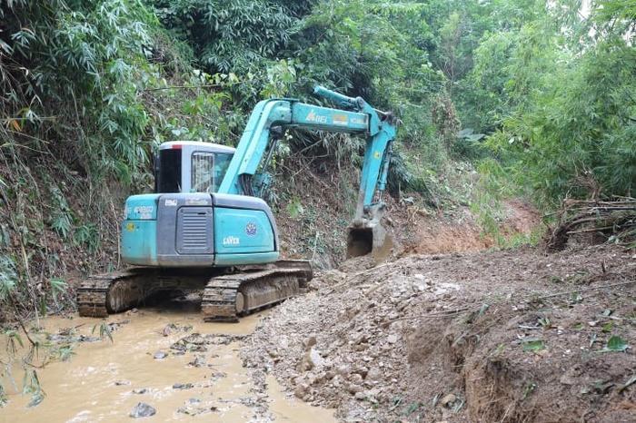 Hai nghi phạm khai lái xe tải chở 10m3 chất dầu thải đổ trộm gây ô nhiễm nguồn nước sông Đà Ảnh 2