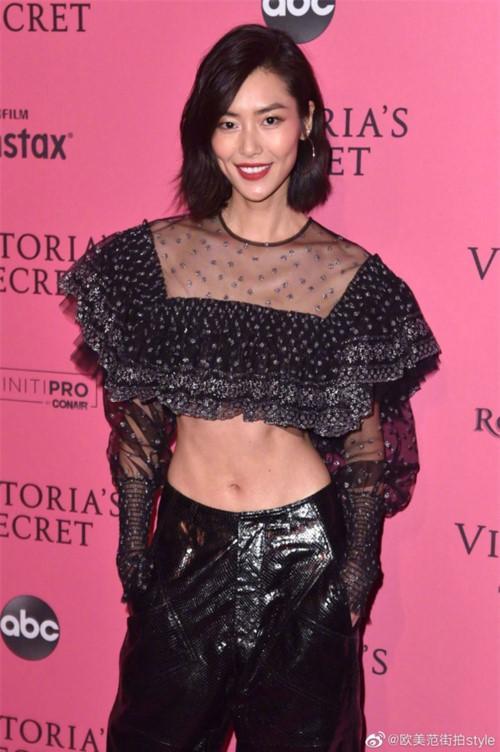 Kinh ngạc vòng eo siêu nhỏ của siêu mẫu Victoria's Secret Ảnh 4