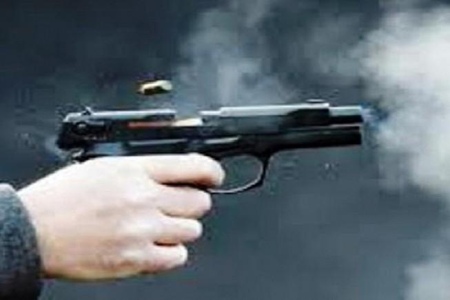 Đang ở quán cà phê, một thanh niên bị bắn vào cổ Ảnh 1