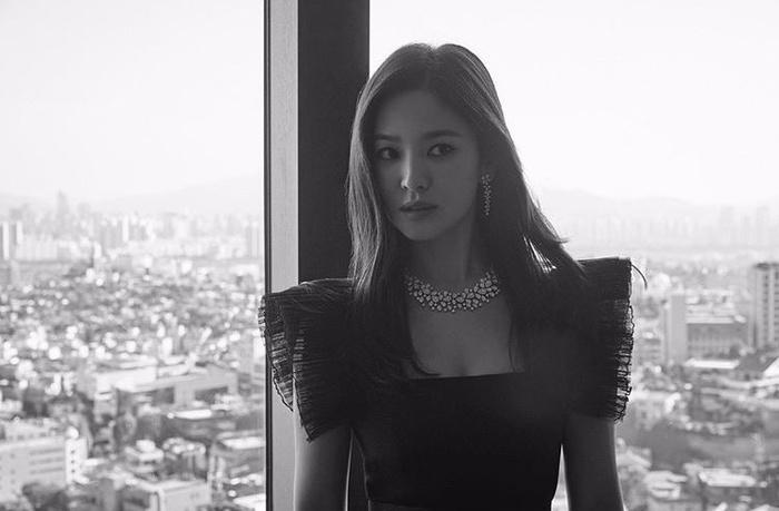 Song Hye Kyo tung ảnh, độ sắc Jang Nara trên MXH Ảnh 2