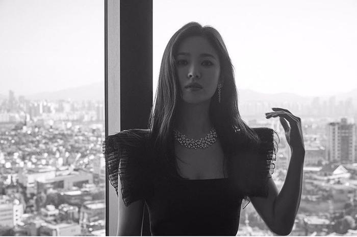 Song Hye Kyo tung ảnh, độ sắc Jang Nara trên MXH Ảnh 3
