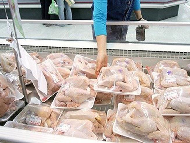 Phao câu, chân… gà ngoại siêu rẻ 'tấn công' gà Việt Nam Ảnh 1