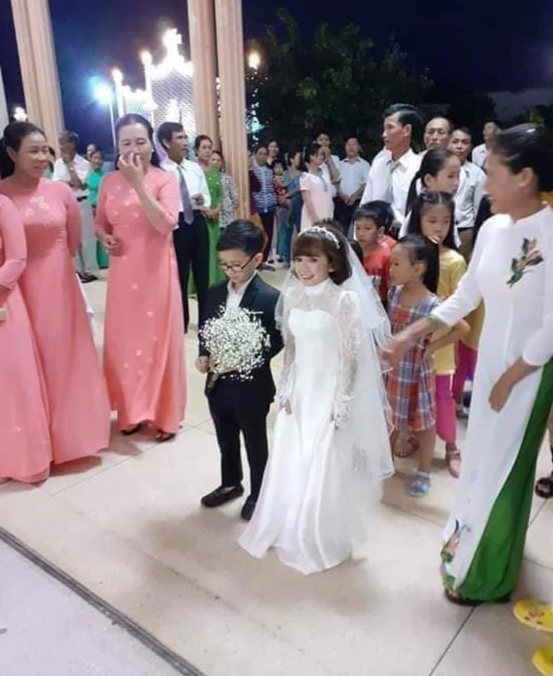 Ảnh cưới của chàng tý hon và cô giáo 1,2m gây sốt cộng đồng mạng Ảnh 3