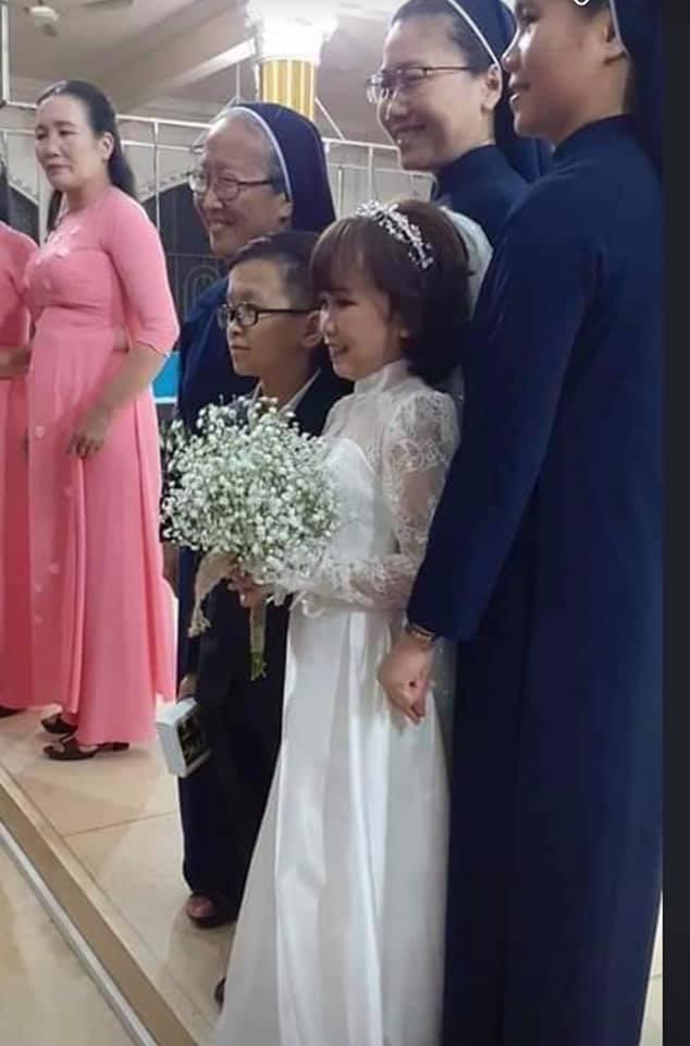 Ảnh cưới của chàng tý hon và cô giáo 1,2m gây sốt cộng đồng mạng Ảnh 2