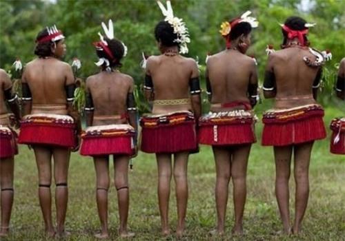 Những bộ tộc có tập tục 'quan hệ' kỳ quặc nhất thế giới Ảnh 4