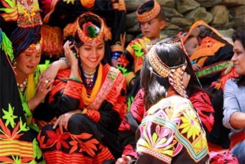Những bộ tộc có tập tục 'quan hệ' kỳ quặc nhất thế giới Ảnh 5