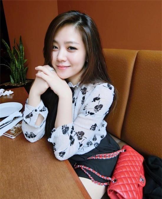 Em gái Ông Cao Thắng mặc sexy, chịu chơi hàng hiệu Ảnh 5