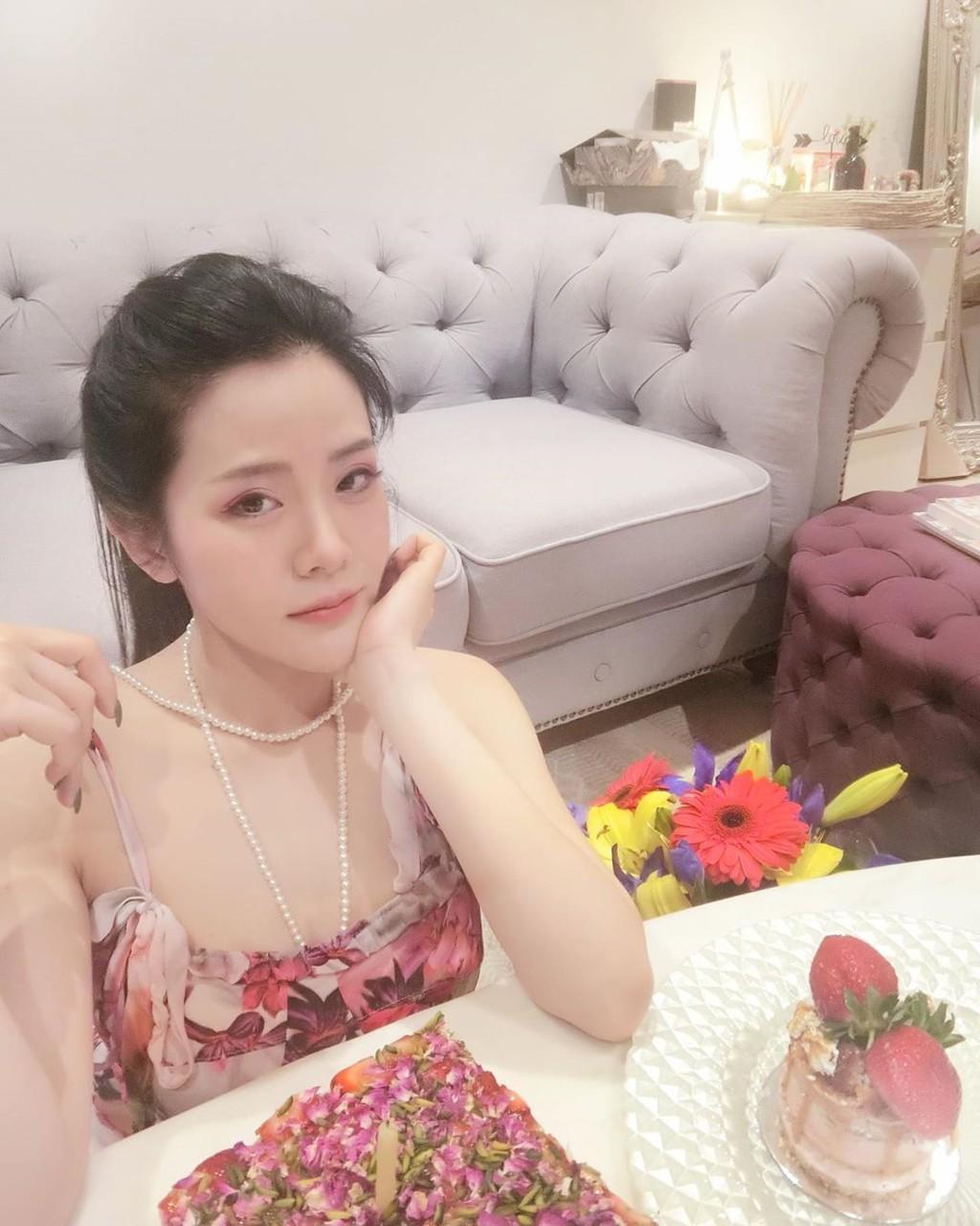 Em gái Ông Cao Thắng mặc sexy, chịu chơi hàng hiệu Ảnh 15