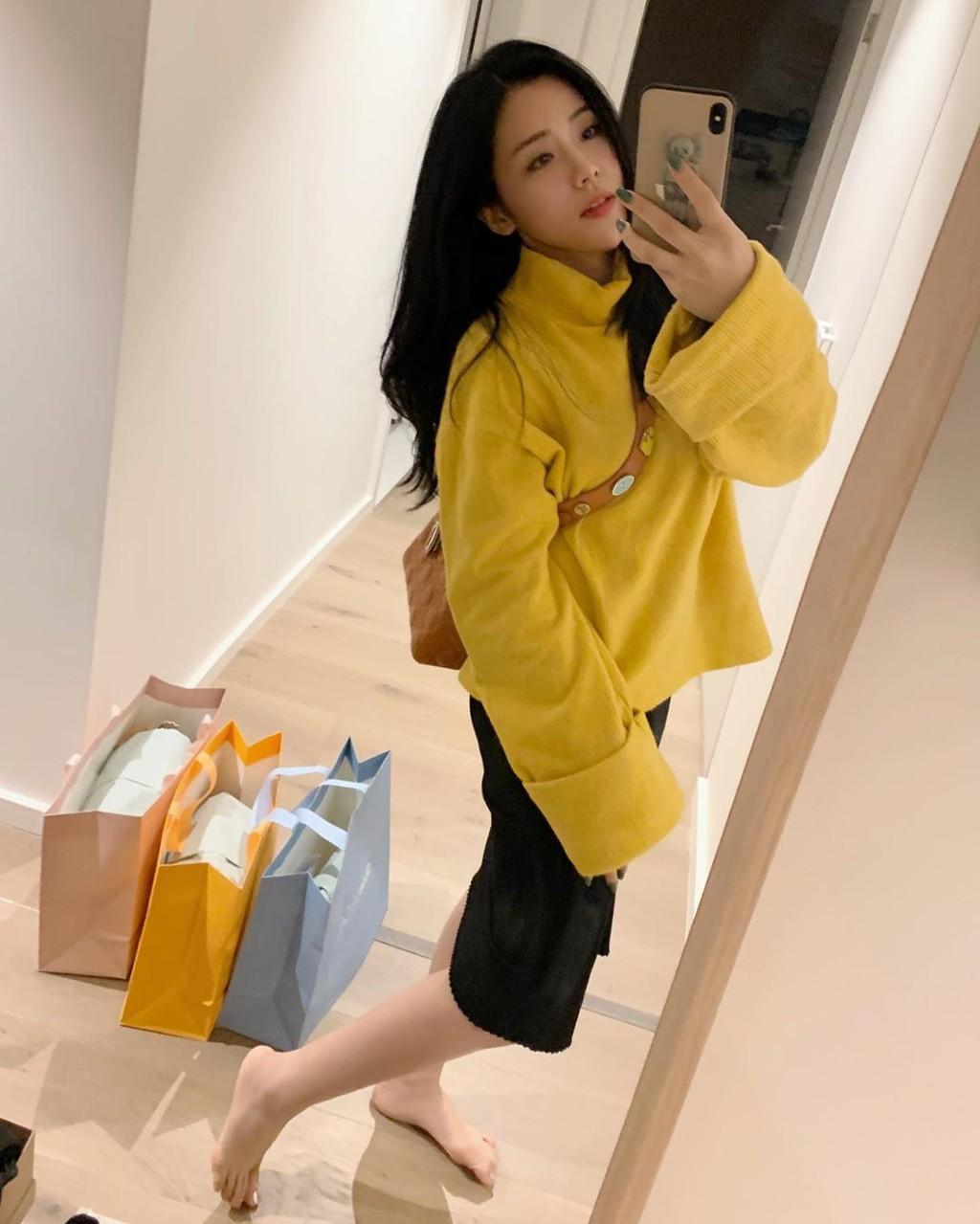 Em gái Ông Cao Thắng mặc sexy, chịu chơi hàng hiệu Ảnh 9