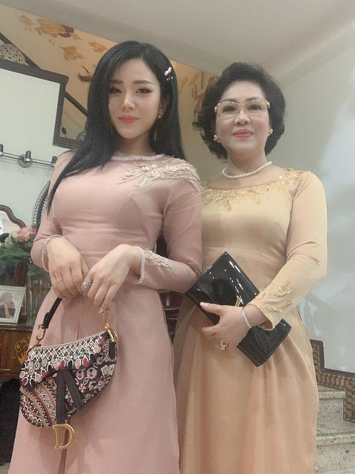 Em gái Ông Cao Thắng mặc sexy, chịu chơi hàng hiệu Ảnh 2