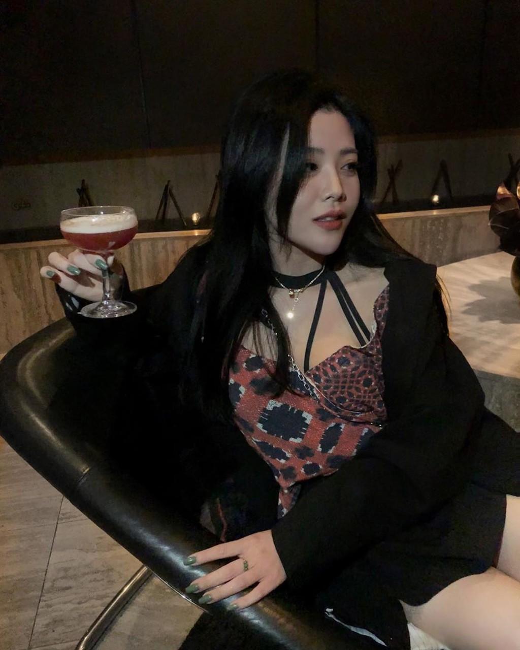 Em gái Ông Cao Thắng mặc sexy, chịu chơi hàng hiệu Ảnh 16