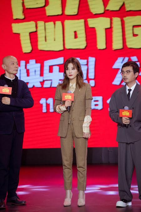 'Soái ca' Triệu Vy lịch lãm với suit nâu khiến fans đổ rầm rầm tại sự kiện Ảnh 5