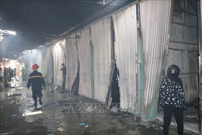 Thợ hàn sửa chữa ki ốt gây cháy chợ Gián ở Ninh Bình Ảnh 1