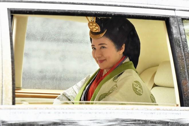 Nhật hoàng báo cáo với thần linh việc hoàn tất nghi lễ đăng cơ Ảnh 3