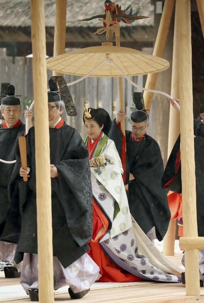 Nhật hoàng báo cáo với thần linh việc hoàn tất nghi lễ đăng cơ Ảnh 4